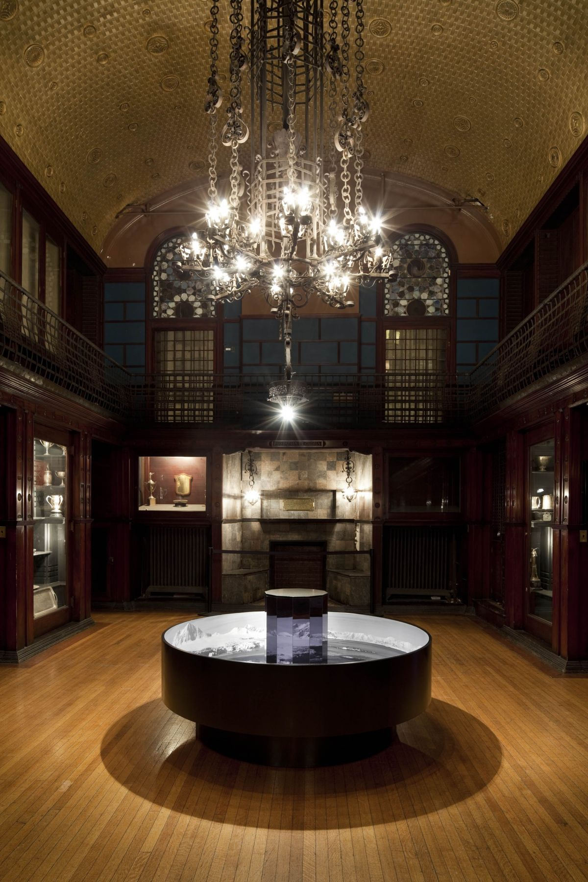 an installation by the artist sue de beer in the park avenue armory