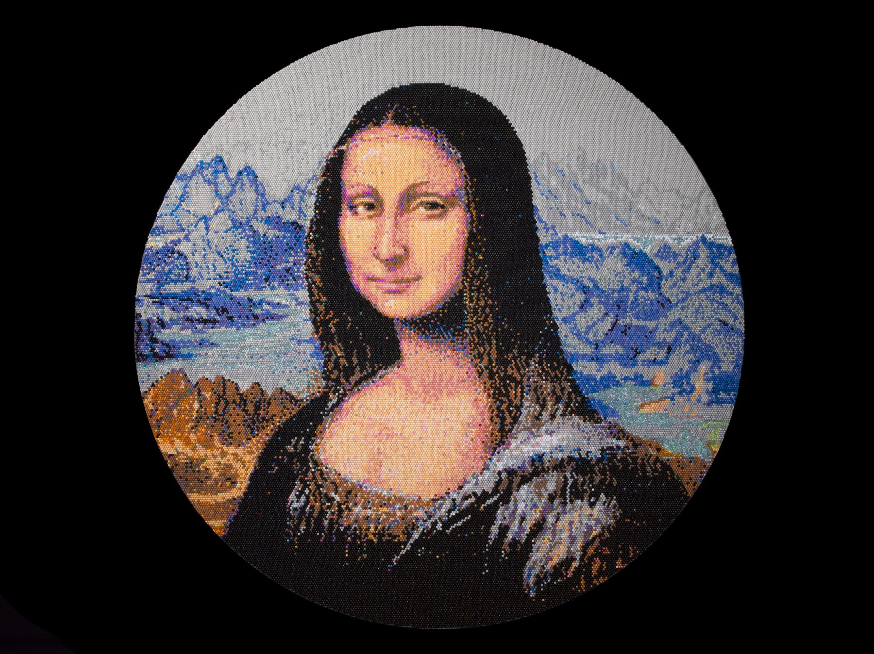 david mach, Mona Lisa, 2013, pushpins, 39 1/4 inches diameter
