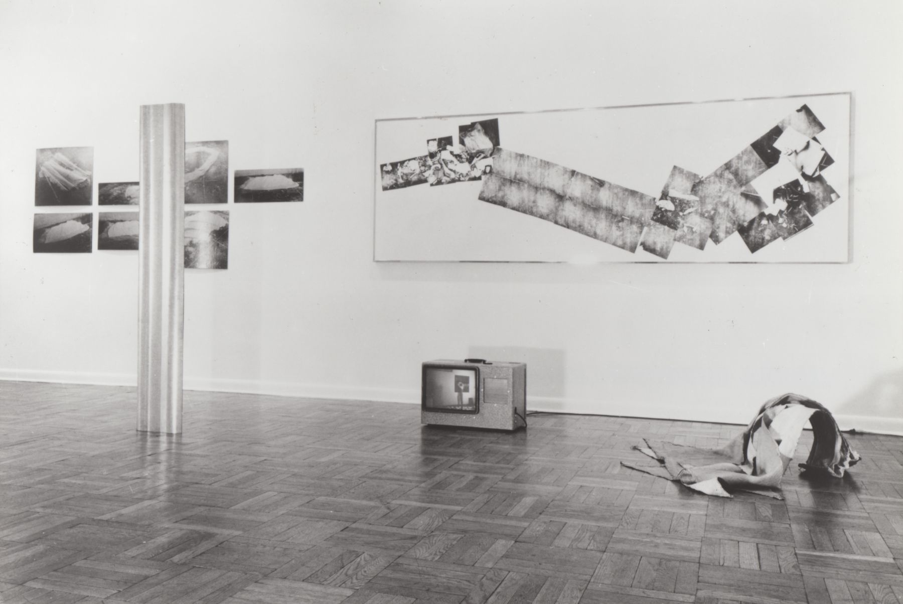 Installation view, Bruce Nauman, 4 EAST 77