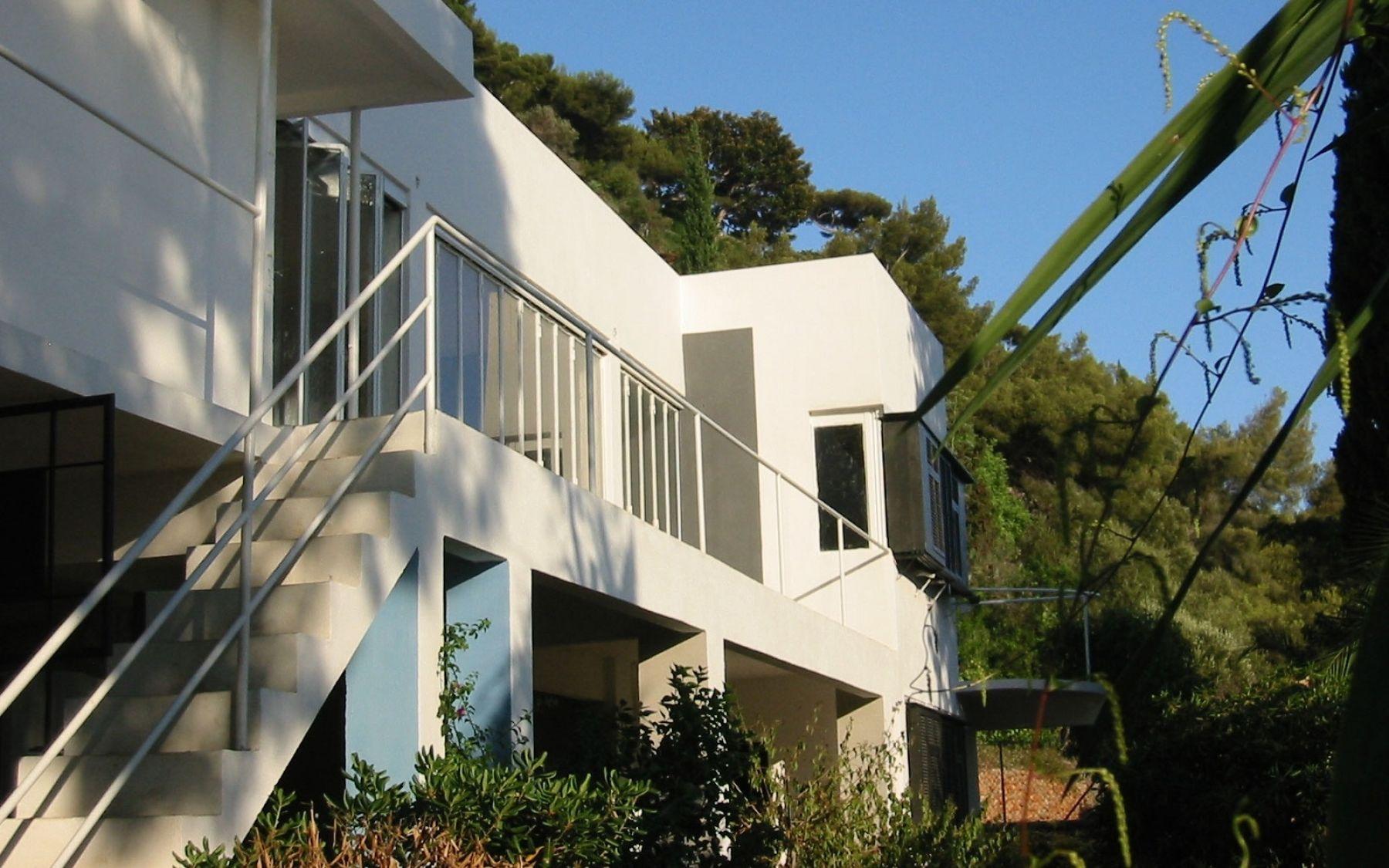 Resultado de imagem para la villa e-1027  5 Villas de Rêve en France à Découvrir 4f0f2e94820107cb774451ef265cb7d5