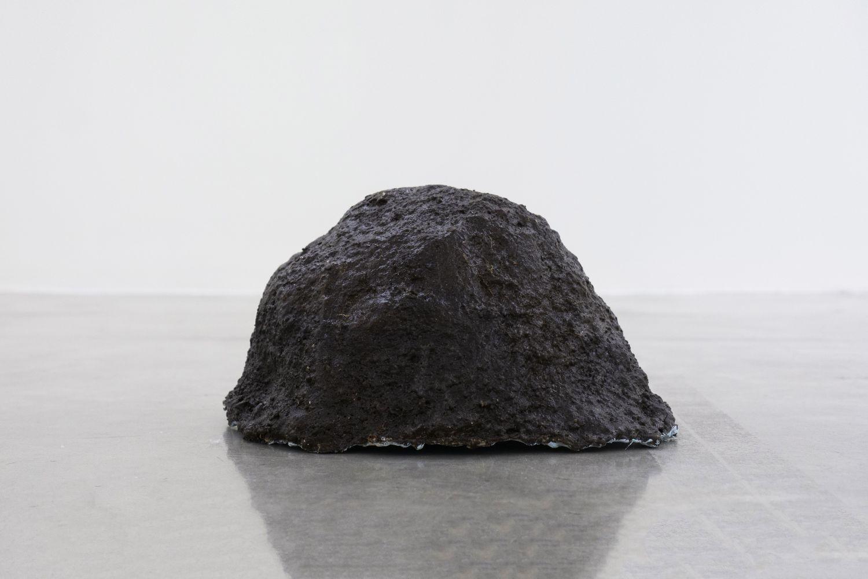 Tania Pérez Córdova (b. 1979) Short Sight Box - Hole D, 2020 Imprint of a hole dug in a field, earth, plant roots, plaster, mesh, enamel paint 17 x 12 x 9.5 inches 43.2 x 30.5 x 24.1 cm