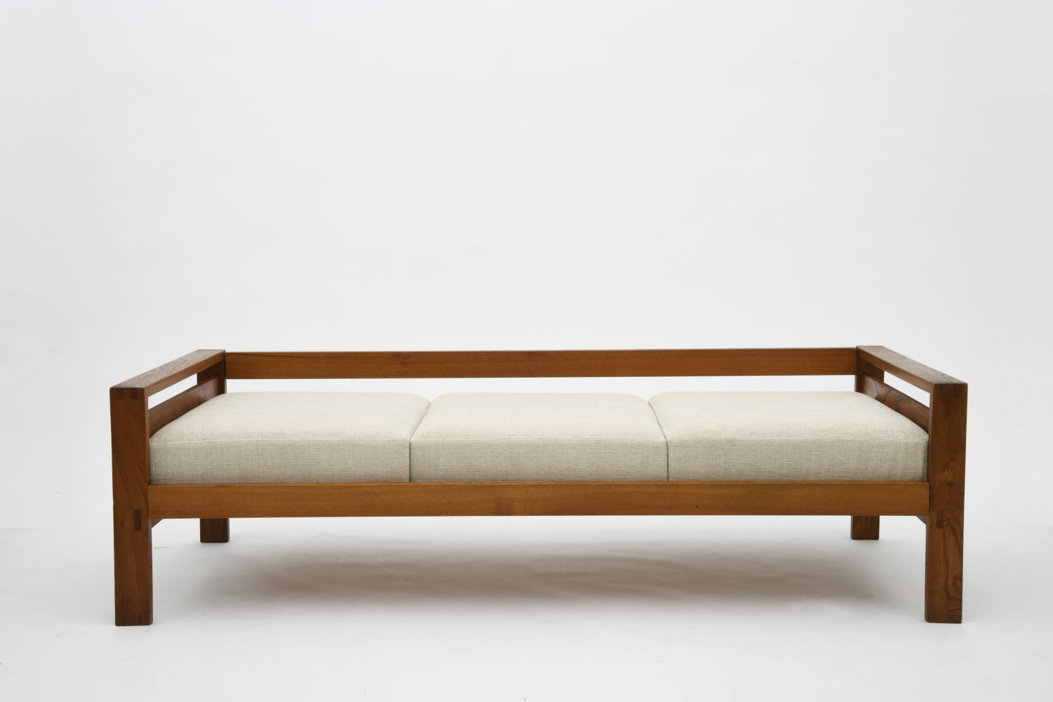 """Pierre Chapo's """"L06A"""" daybed, full straight view from slightly above"""