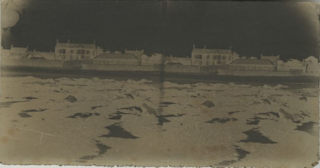 Attributed to Dr. Thomas KEITH (Scottish, 1827-1895) Unidentified farm house, 1853-1856 Waxed paper stereoscopic negatives 7.9 x 15.3 cm