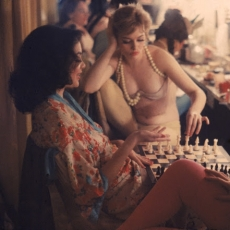 """Amazing Color Pictures of Showgirls' Life at Nightclub in New York in 1958"""