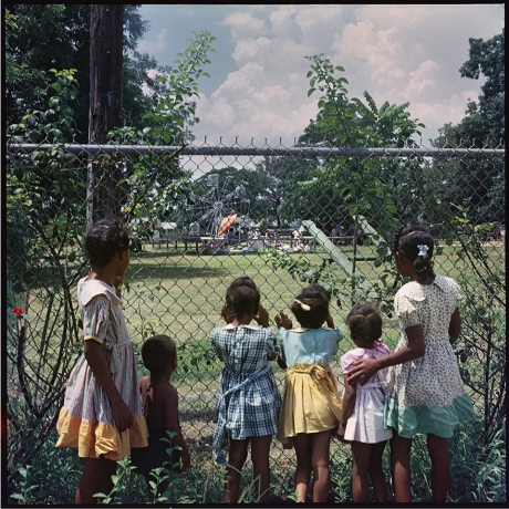 """Gordon Parks' Photo Essay On 1950s Segregation Needs To Be Seen Today"""