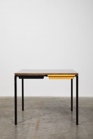 Charlotte Perriand Table, Chambre Maison du Brésil