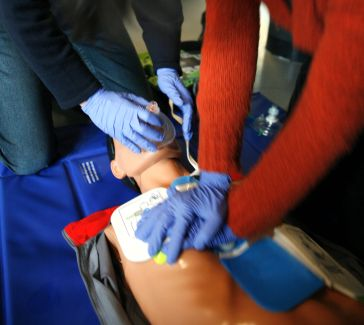 Image of person practicing CPR on a dummy