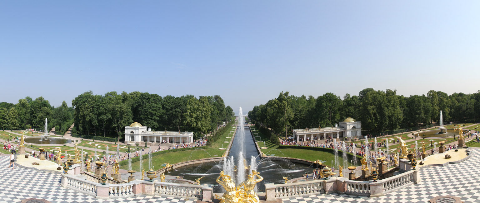 Panoramic view of Peterhof palace gardens