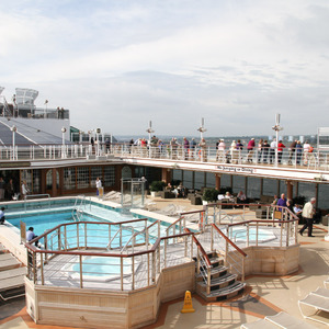 Lido deck pool, Queen Elizabeth