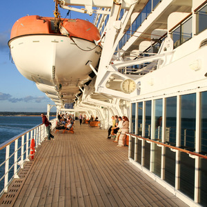Promenade deck, Queen Mary 2