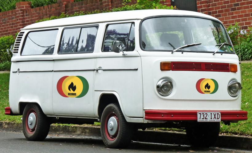 1973-1980_Volkswagen_Kombi_(T2)_van_01