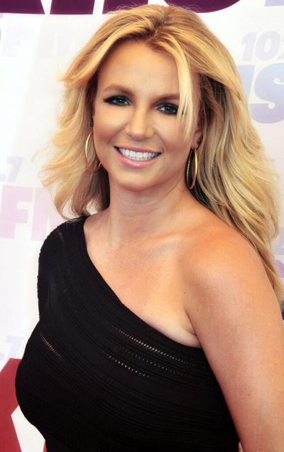 Britney_Spears_2013_(Straighten_Crop)