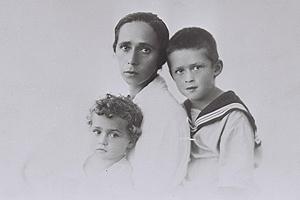 תמונות של יצחק רבין כילד וכראש ממשלה