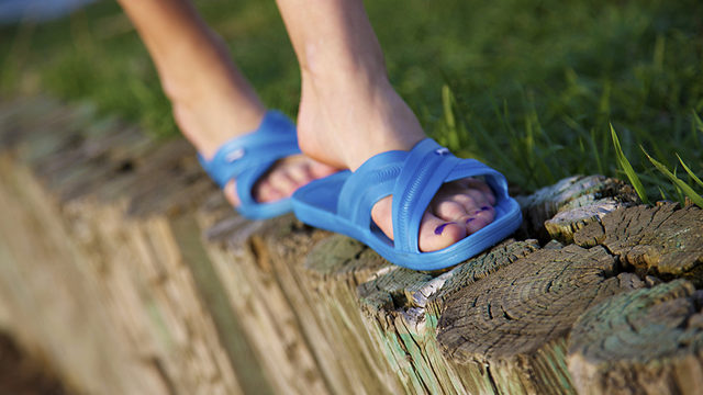 Former UW student starts sandal company