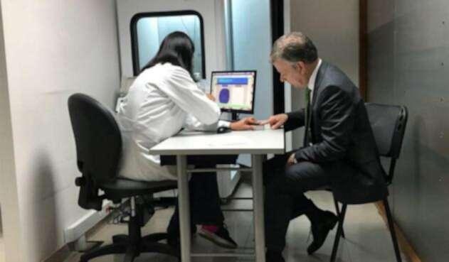Presidente-Juan-Manuel-Santos-renovó-su-licencia-de-conducción.jpg