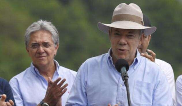 Santos-Presidencia-LA-FM6.jpg