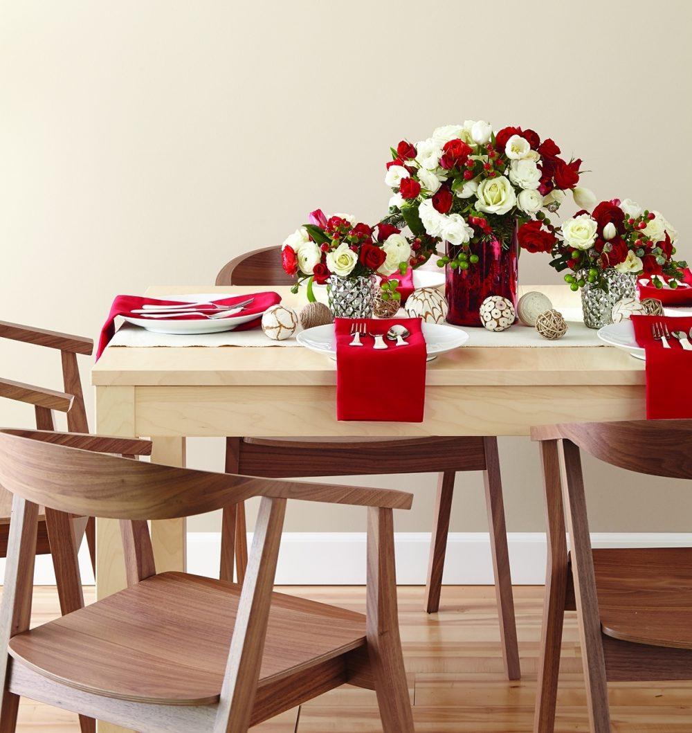 Modern table setting for a Christmas brunch