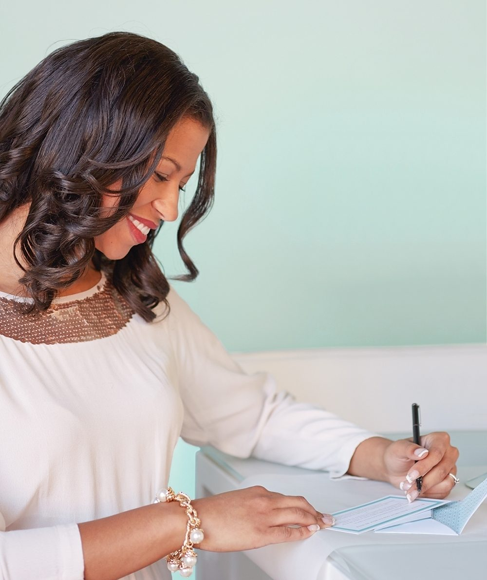 A woman writes a new year's resolution