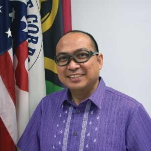 Dr. Mauricio Acosta