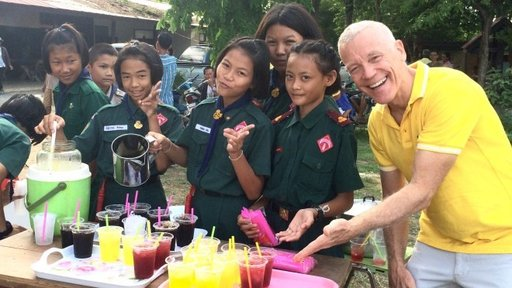 Volunteer in Thailand with students