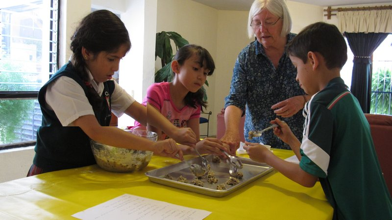 Mary incorporates an English lesson into a chocolate chip cookie baking activity.