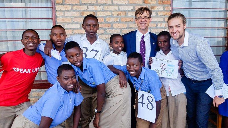 Students, PCV Ryan, and U.S. Ambassador to Rwanda Peter Vrooman pose for a group photo.