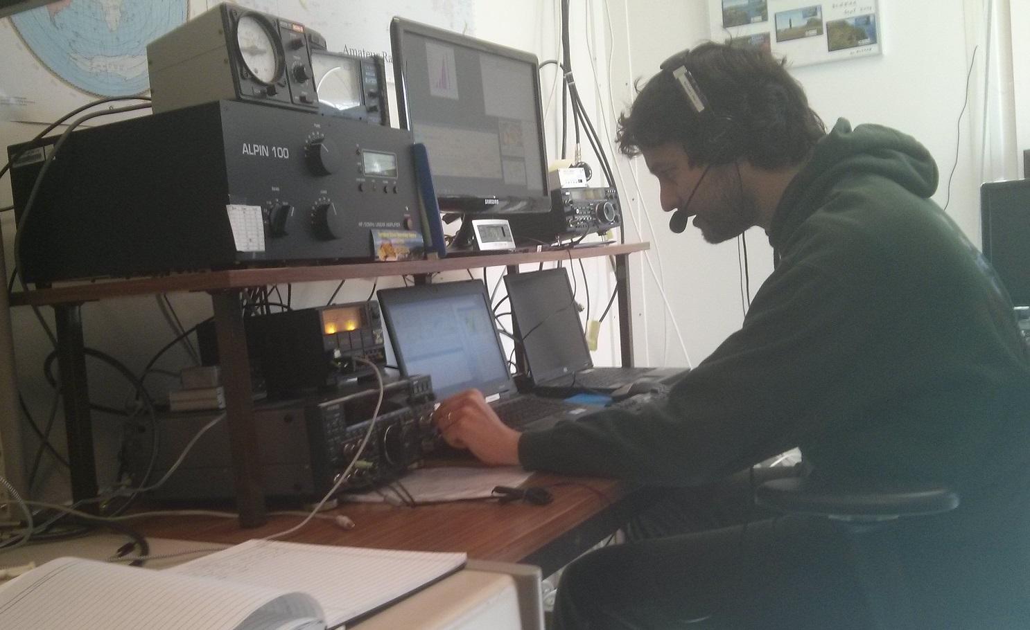 20170324_Javier_operating_DL0ESA_during CQ WW WPX SSB