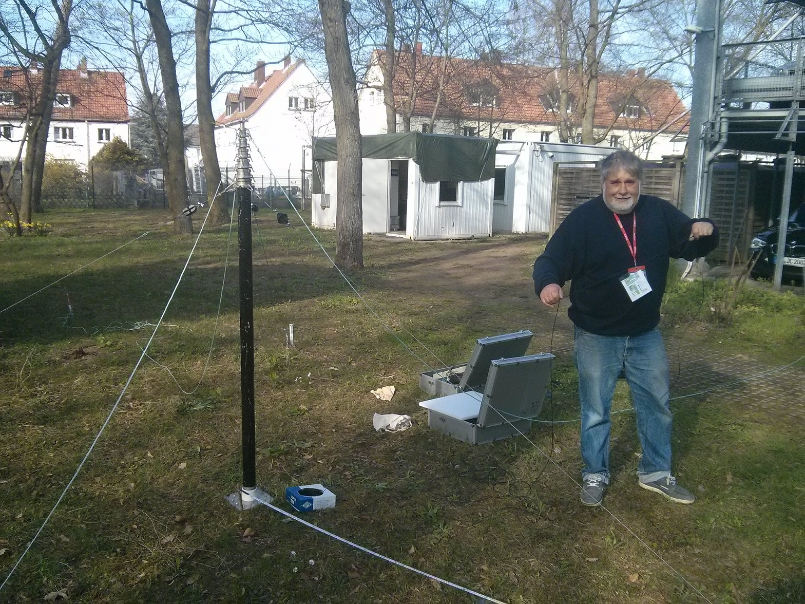 20170324_Rolf next to the base of the 160m mast
