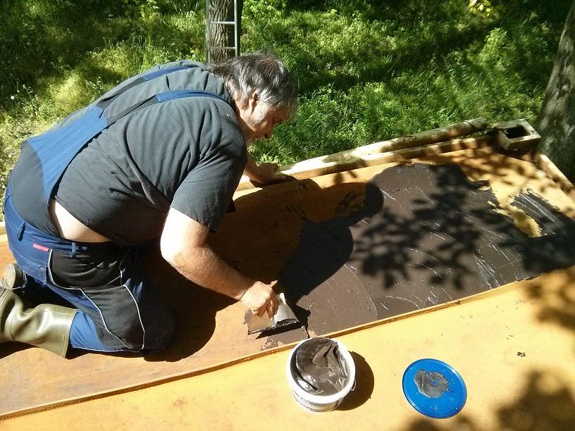 20170506 Rolf applying bitumen cream
