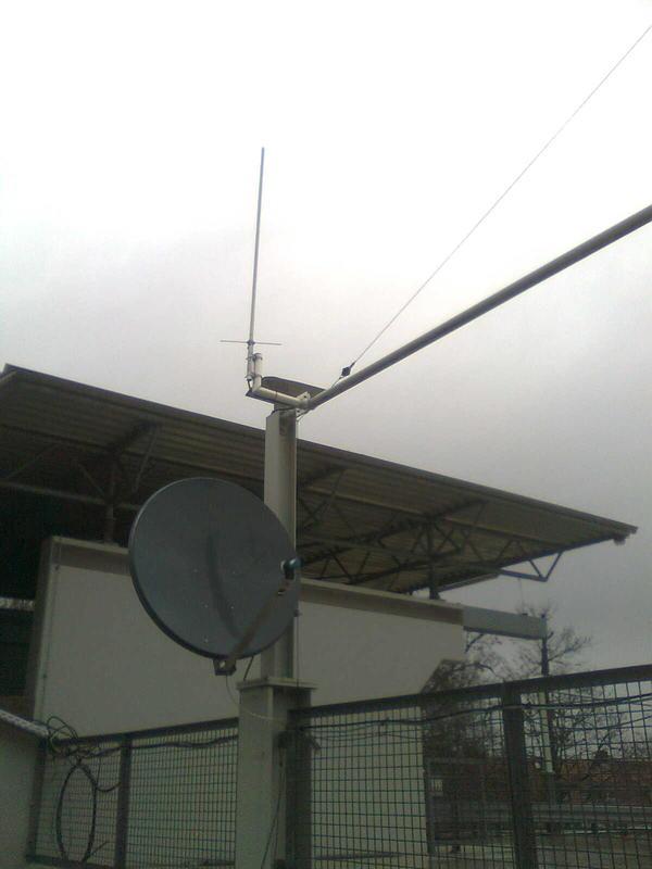 VHF-UHF monopole antenna and Ku dish antenna