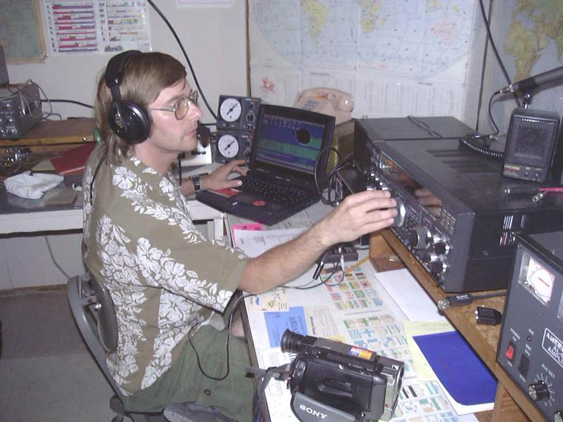 Working a European pileup at K3J Johnston Island DXpedition