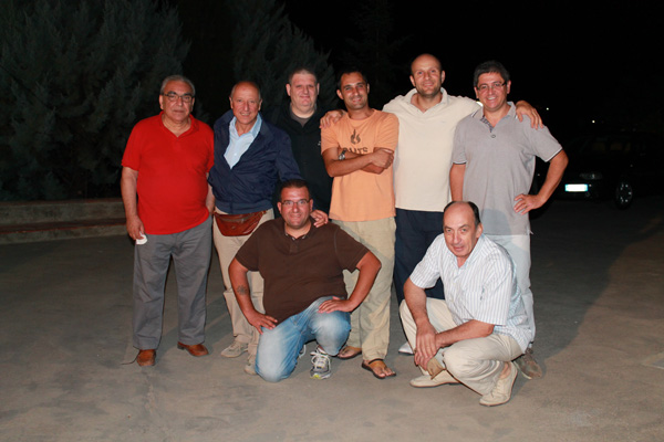 Gerardo's friends to a barbecue to celebrate the more than 300 entities in 10 meters