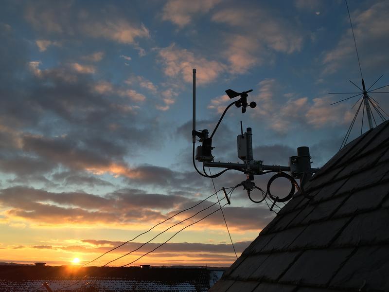 Dipole, ADS-B antenna, anemometre and discone antenna