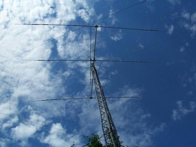 HyGain TH3 - MK4 tri band beam at 40 feet.