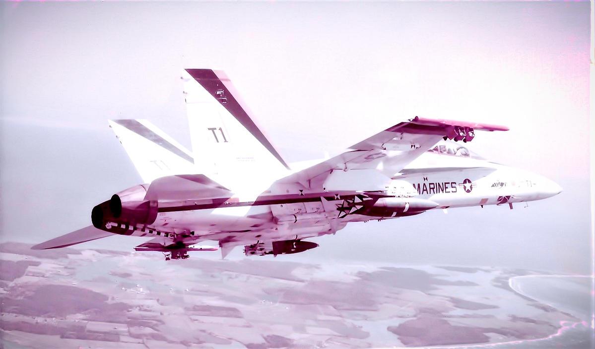 F18T1c.jpg