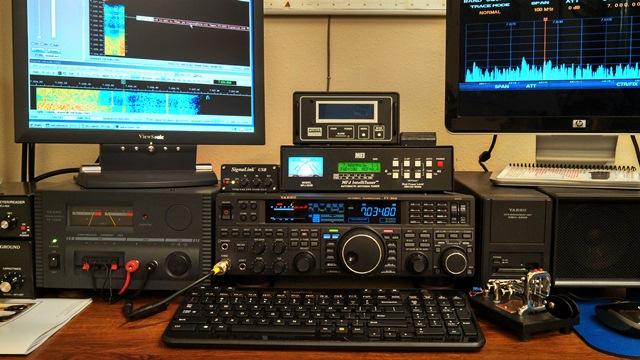 Yaesu FT-950, DMU-2000 - MFJ-993B Intellituner, MFJ-464 Keyer - Power Master Digital Wattmeter - Signalink USB interface