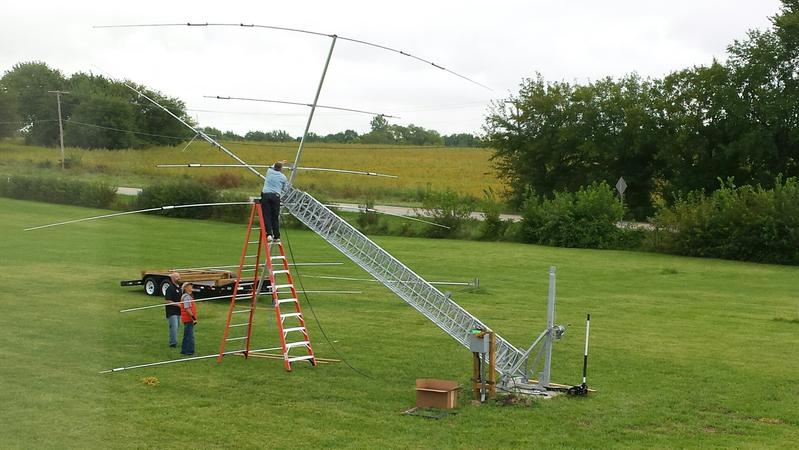 Attaching boom to rotor mast