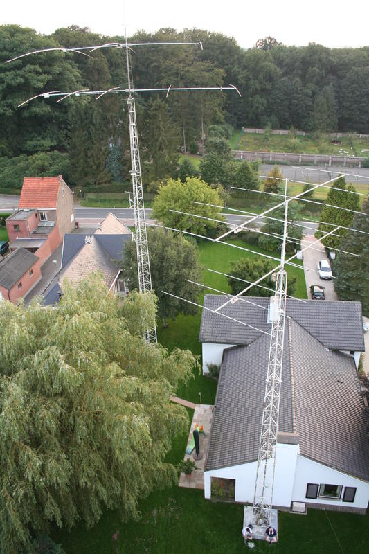 View of the 5 element 20m yagi at 25 m (85 ft) and the 3 element 40m yagi at 100 ft, picture taken from 33m height on the 16- meter vertical (tower).