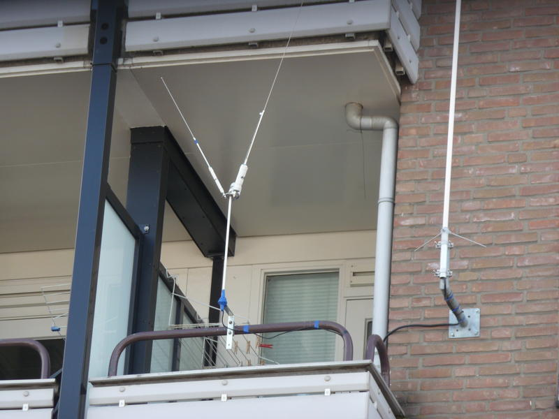 my antenna system for 40, 20, 10 and 11 meter from hustler on my balcony
