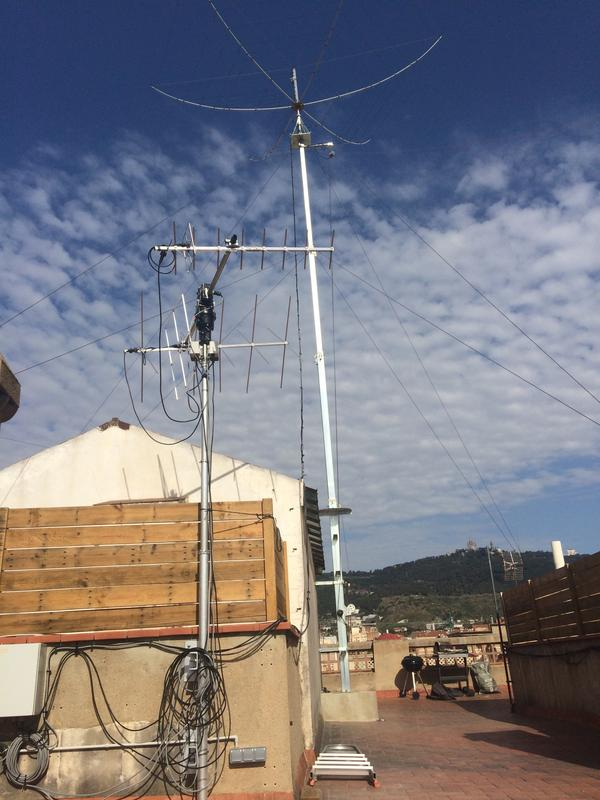Hexbeam + 40m 1/2 wave dipole on the back, V/U Wimo Quads in the foreground.