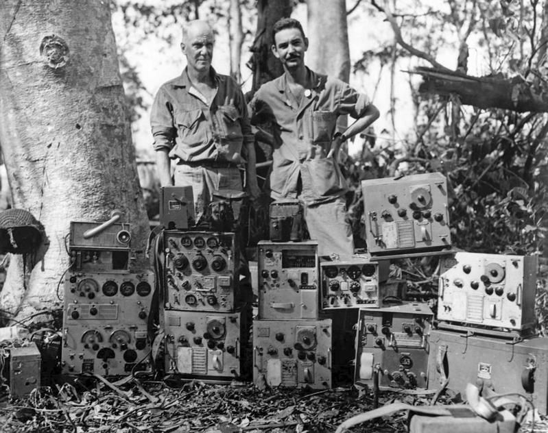 https://s3.amazonaws.com/files.qrz.com/r/kn4r/ured_radios_Cape_Gloucester_1944.jpg
