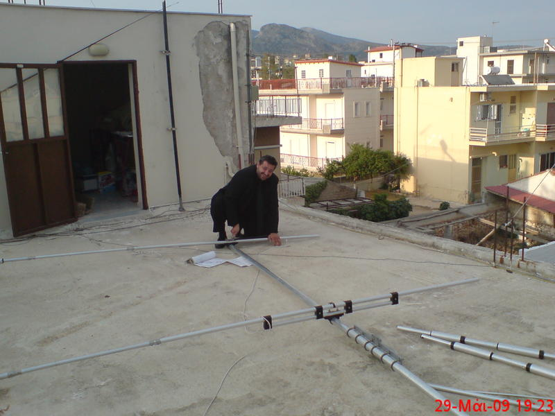 SV1HER-fixing-the-beam_antenna_of_sv1eag