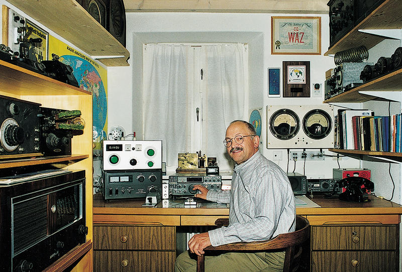 dj9eu in his shack