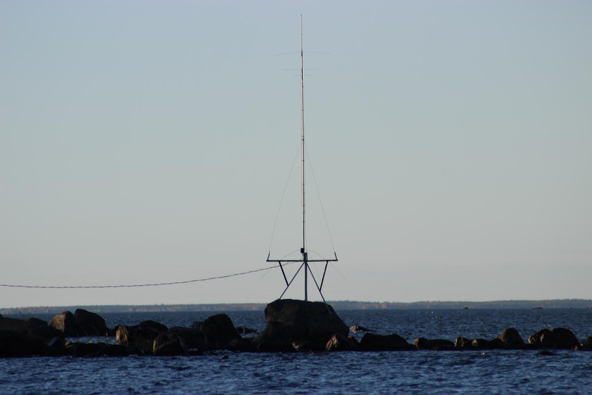 Hy-Gain AV-640 6 - 40 m vertical by the sea
