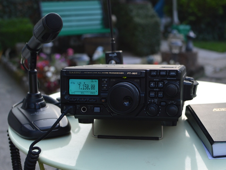 Yaesu FT-897 with the MD-100 microphone
