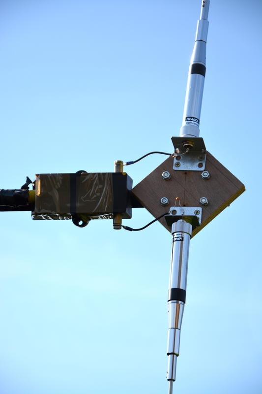Vertical Dipole using 2 Diamond 40m mobile antennas