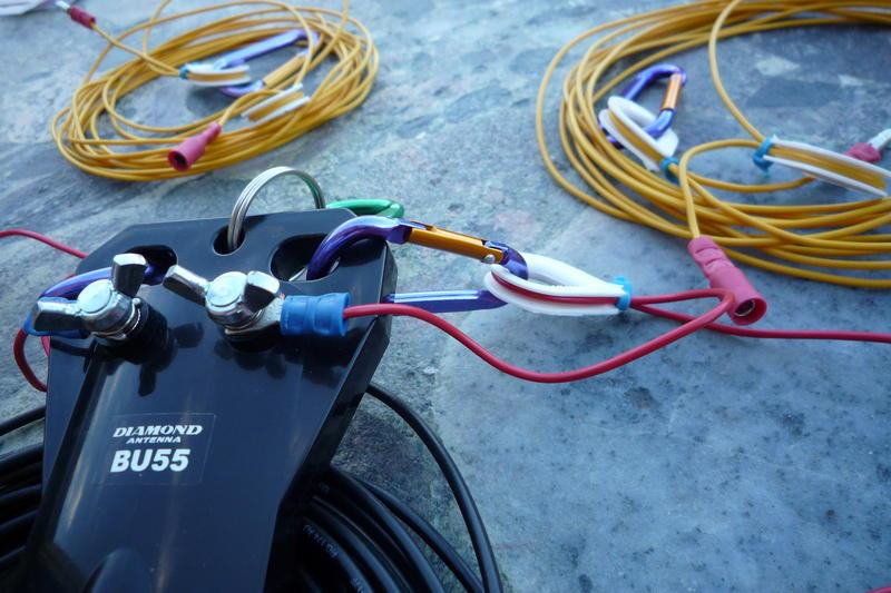 Mini-karabinkrokar, plast 'auge', strips og kabelsko.