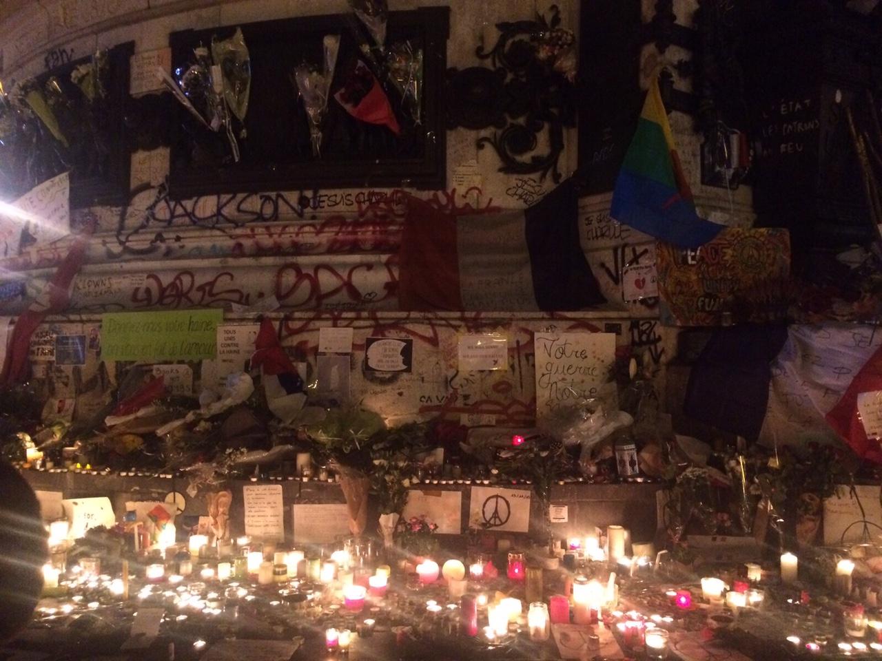 Homenaje-Victimas-Francia-RCN