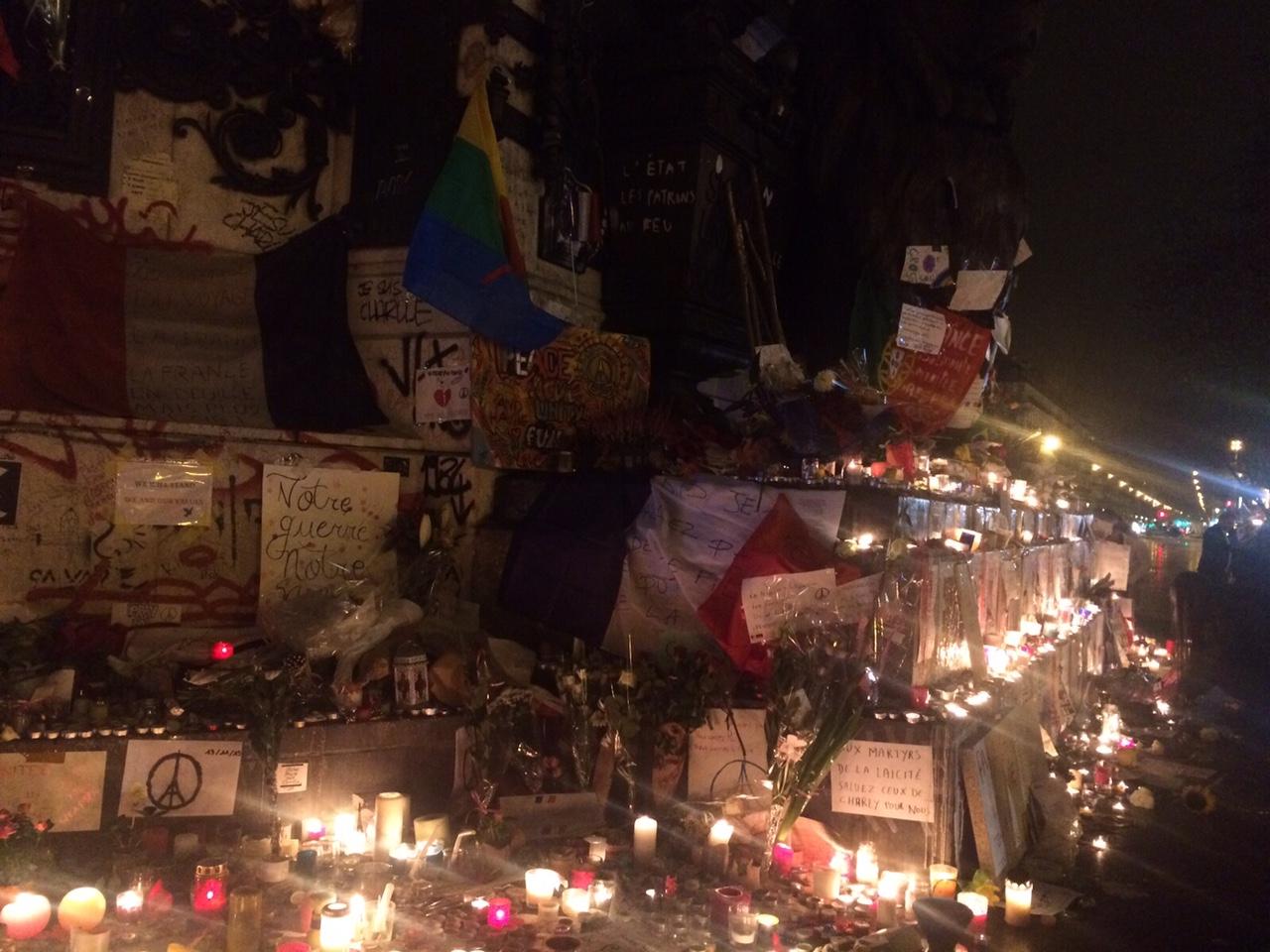 Homenaje-Victimas-Francia-RCN4