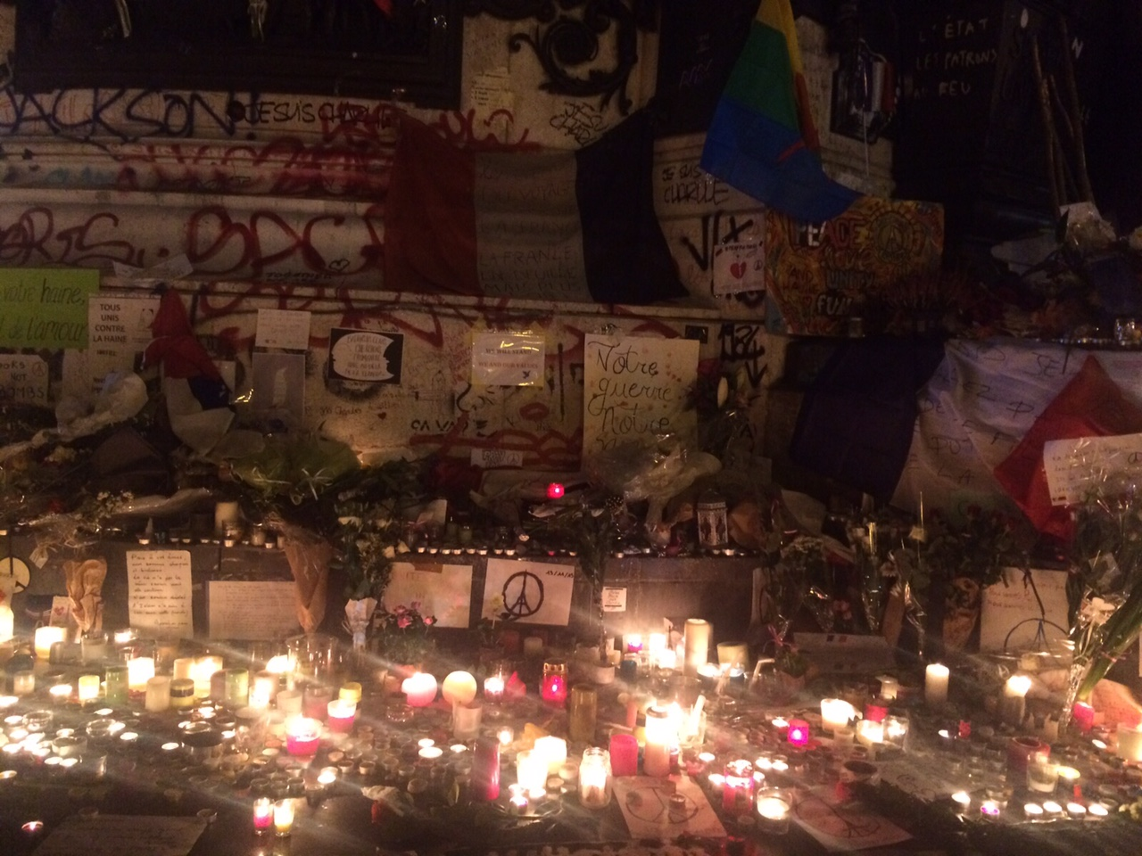 Homenaje-Victimas-Francia-RCN5